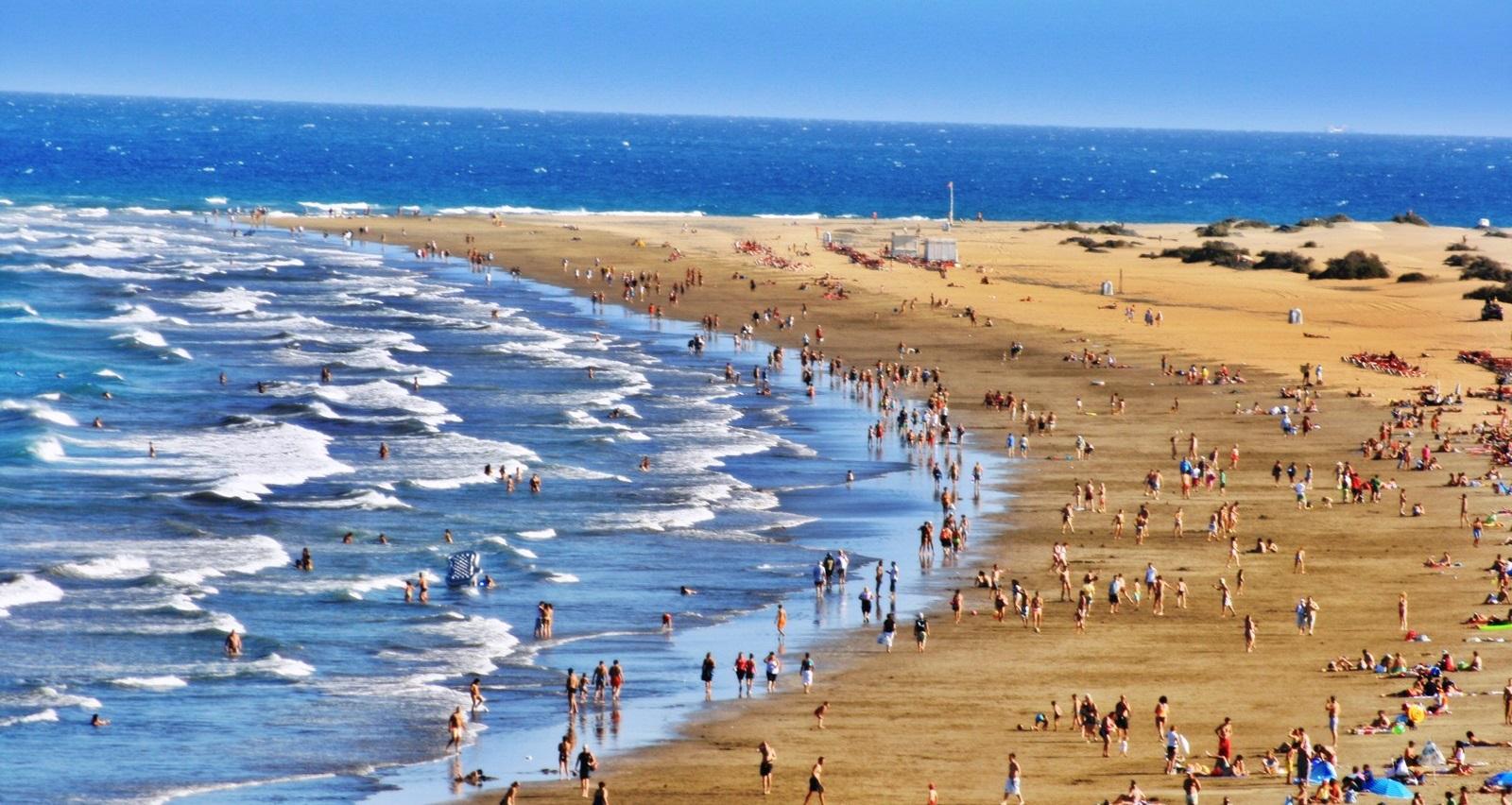 Фото на пляже в испании, На испанском пляже это делать можно (фото) 9 фотография
